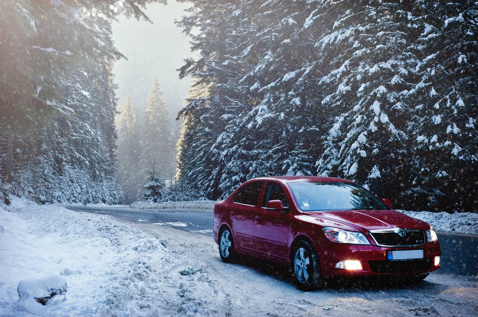 How to Drive in Snow and Ice: 5 Key Winter Driving Safety Tips